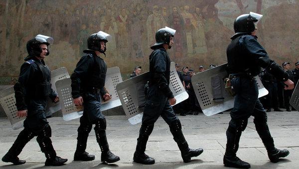 Аваков: 20 хил. служители на реда дезертираха или се дискредитираха