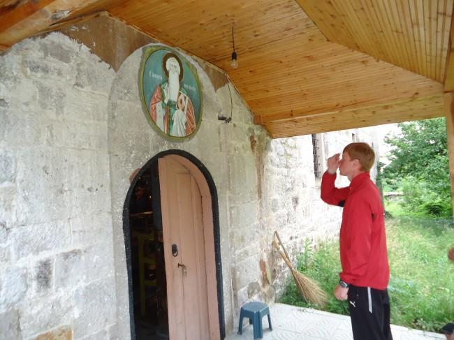 """Малка, уютна, добре поддържана руската Църквата  """"Св.Атанасий""""  внася невероятен колорит в  родопското с. Брягово"""
