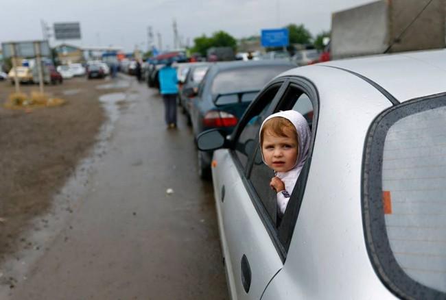 13 души са ранени при обстрелите край Луганск