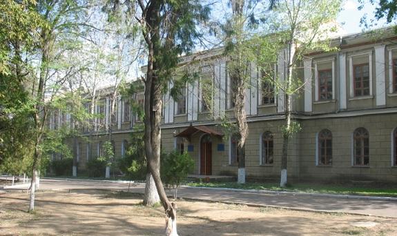 """Болградската гимназия """"Георги Сава Раковски"""" е първата българска гимназия от Възраждането и се намира в Болград,  Украйна."""