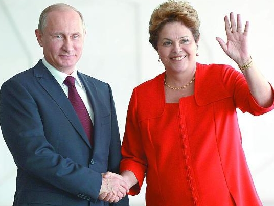Путин е топло посрещнат от бразилския президент Дилма Русеф, която ще играе ключова роля и на срещата на БРИКС