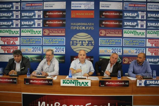 Не създаваме проблем, а решаваме проблем на партията, категоричен бе инициаторът,журналистът от в.ДУМА Александър Симов