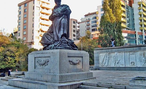 """Заляха с боя паметника на съветските воини в """"Лозенец"""""""