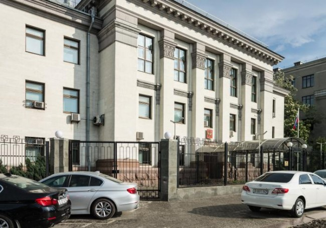 Освободиха служителите на руското посолство в Киев
