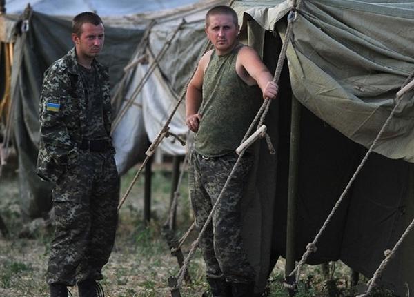 Повече от сто военни и офицери от украинската армия отказаха да воюват в Източна Украйна