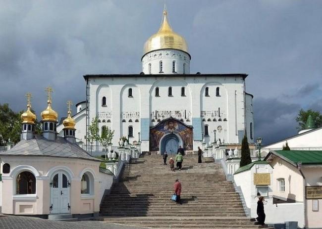 В Украйна расколници превзимат православни църкви