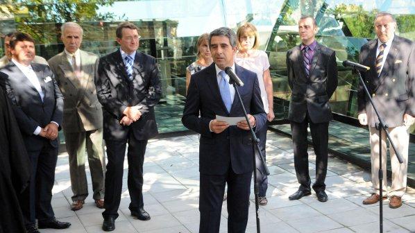 """В. """"Правда"""": България се предложи на НАТО за """"немного пари"""""""