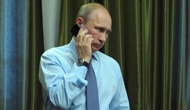 Путин и Порошенко обсъдиха мирното уреждане на конфликта в Украйна