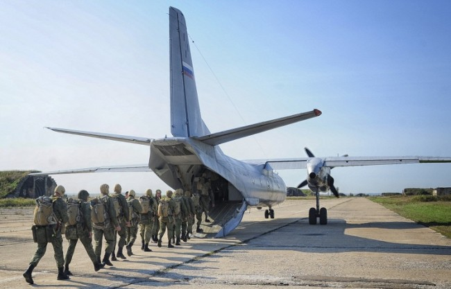 Шойгу: Разгръщането на войска в посока Крим е приоритетна задача
