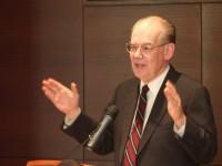 """Джон Миършаймър е професор по политически науки в Чикагския университет, автор на книги, сред които бестселър на """"Ню Йорк Таймс"""" за израелското лоби в САЩ и американската външна политика."""