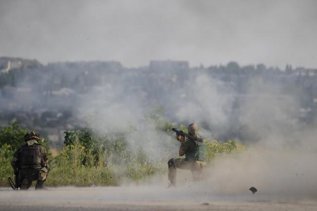 Градовете на Донбас са под обстрел