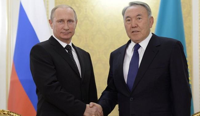 """Путин и Назарбаев пуснаха в ход съвместния проект """"Евразия"""""""