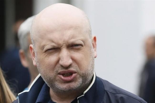Турчинов се кълне: Ще обявим война на Русия и ще си върнем Крим