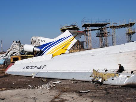 Украинската армия разстреля военните си в летището на Донецк