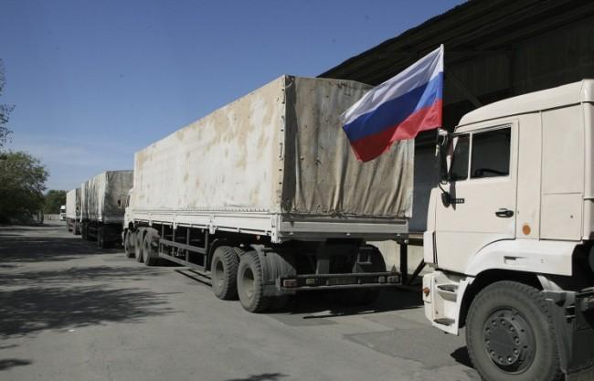 Колоната с руска хуманитарна помощ се движи към Източна Украйна