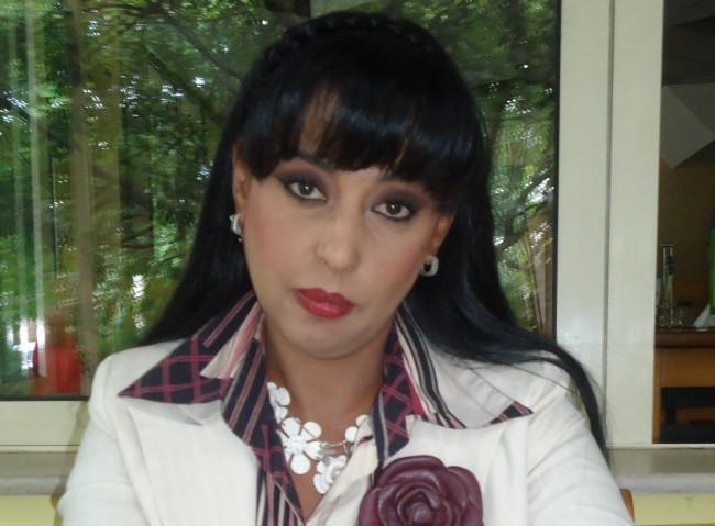 Оля Ал-Ахмед е известен български журналист и преводач от арабски и руски, експерт по ПР и протокол. Говори свободно английски, арабски, руски и испански. Завършила е арабска филология в СУ , с втора специалност : журналистика и ПР , и здравен мениджмънт в УНСС. Преди години само за една нощ преведе наказателният кодекс на Либия и обвинителния акт срещу българските медици , с което нашумя. Защитила е дисертация по съвременна арабска литература и език в Дамаск. Има редица научни публикации в областта на лингвистиката. Заклет преводач и хонорован лектор в НБУ.