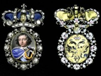 Значки. Злато, сребро, емайл, диаманти. Началото на XVIII век. Тези значки с миниатюрата на Петър I са били лични награди на царя за заслуги към държавта.
