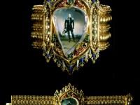 Гривна с портрета на  Александър I върху плосък диамант
