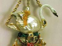 В миналото значително участие в създаването на Алмазния Фонд е имал придворния ювелир Иеремия Позие, който е рабботил за Елизавета Петровна и Екатерина. Для Елизавета той е създал серия букети от бразилски брилянти, изумруди, перли, кристал и злато.