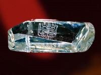 Брилянт «ШАХ» -88-карата. През 1824 година е донесен като подарък от внука на Шаха на Персия за Николай I, в качеството на откуп за убийството на великия автор на  «Горя от ума» А.С. Грибоедов