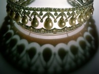 Диадема «РУССКАЯ КРАСАВИЦА»,  1987 г. Платина, 1000 бриллиантов, 25 крупных капкообразни перли. Ювелирна лаборатория в Кремъл