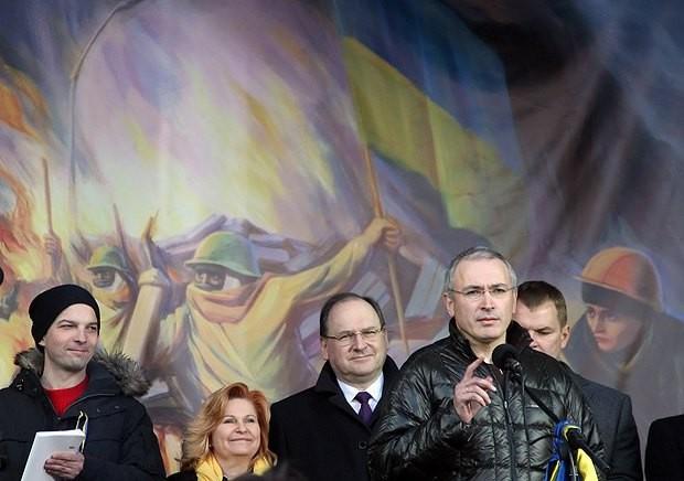 Ходорковски има дял във финансирането на войната в Донбас