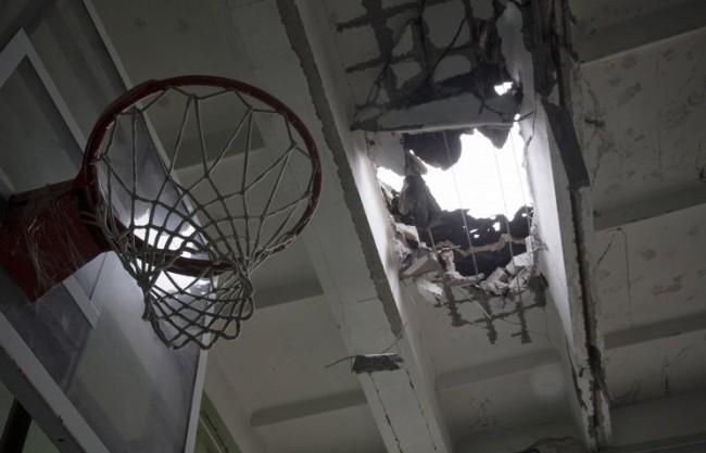 Взрив на училищен стадион в Донецк уби двама тийнейджъри