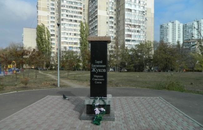 Откраднаха паметника на маршал Жуков в Одеса