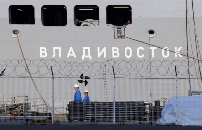 """Хеликоптероносачът """"Владивосток"""" тип """"Мистрал"""" вече е под флага на Русия"""