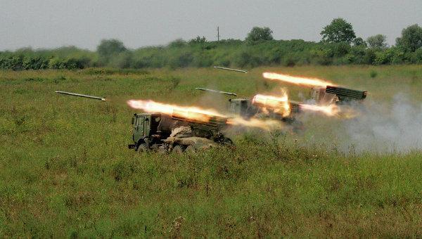 Украинската армия не прекратява обстрела в Новорусия