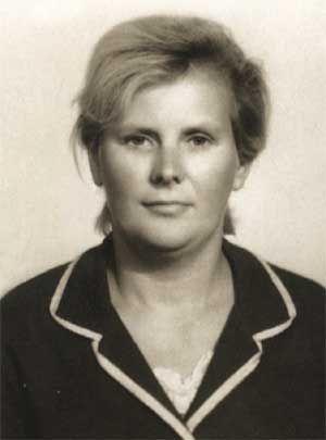 """Учителката Вера Дмитриевна Гуревич Ето какво разказва тя за Путин: """"В 5-ти клас той все още не се проявяваше, но аз усещах, че в него има потенциал, енергия и характер. Забелязвах огромния му интерес към езиците, той учеше лесно. Владимир имаше добра памет и гъвкав ум.  Помислих си, от това момче ще стане голям човек. Затова му отделях повече внимание и не му позволявах да дружи с хулиганите""""."""