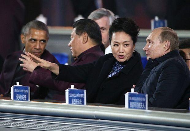 Путин  с кавалерски жест към първата дама на Китай