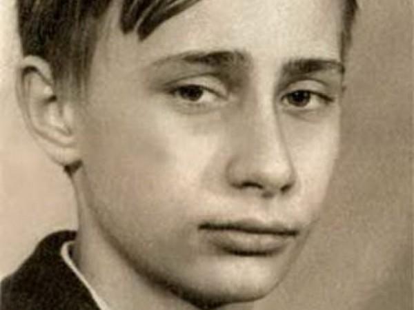Владимир Путин, като ученик. В периода 1960 до 1968 г. Путин учи в училище №193 в Ленинград, а след 8-ми клас е приет в средно училище №281 с разширено изучаване на химия, която завършва през 1970 г.