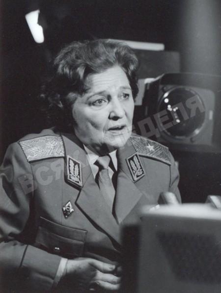 Генерал Недялкова носела испанска барета вместо фуражка