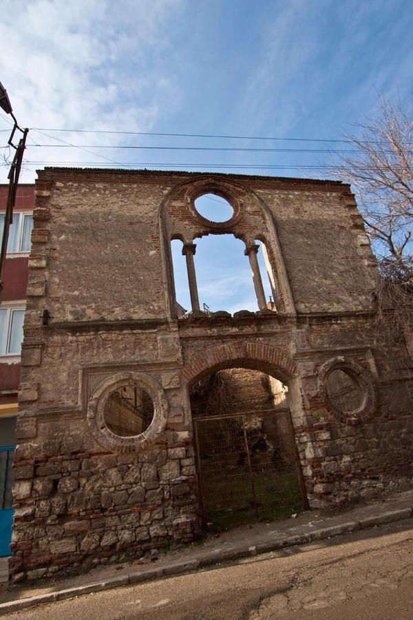 Турци реставрират наша църква 1