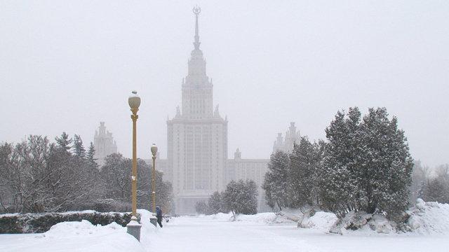 Сняг блокира Москва, десетки полети са отменени