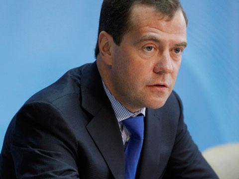 Медведев: Преминаваме през криза, но рублата ще се засили