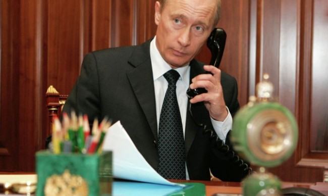 Путин разговаря с Меркел, Оланд и Порошенко за Донбас