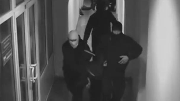 Неонацисти обраха банка в центъра на Киев и разстреляха американски гражданин /Видео/