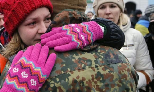 """В Украйна раздават """"призовки за гробищата"""", патриотите значително  намаляват"""