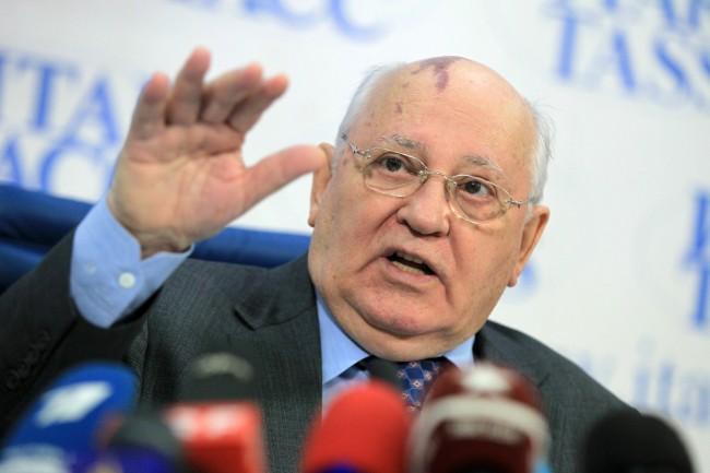 Горбачов: САЩ въвличат Русия в гореща война