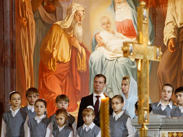 Дмитрий Медведев поздрави руснаците с Рождество Христово