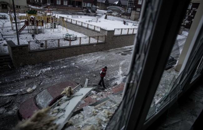Украинските военни продължават обстрела на Донецк. Опълченците се опитват да ги отблъснат