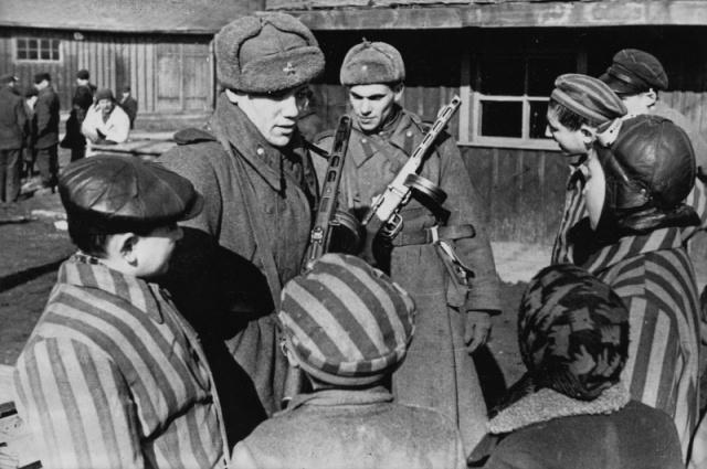 Червената армия освободи Освиенцим