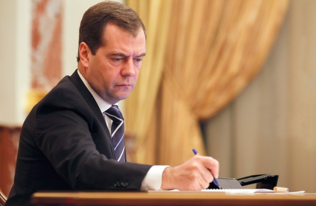 Медведев отвърна на претенциите на Яценюк към договора за електроенергия