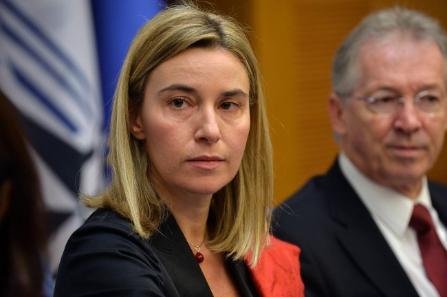 Могерини: Европа няма интерес от слаба Русия