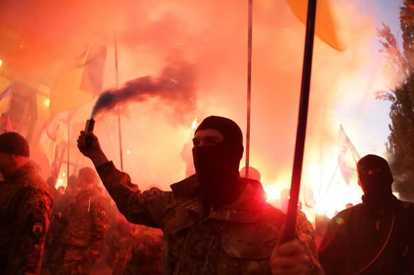 Долгов: факелните шествия в Украйна са демонстрация на неонацизма