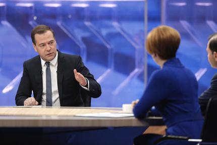 """Медведев: Спирането на """"Южен поток"""" е юридическо решение"""