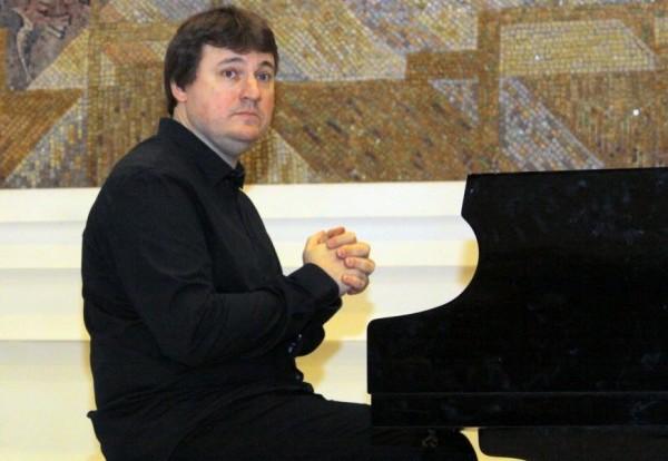 В Бяла се чувствам като в рая, казва виртуозният пианист