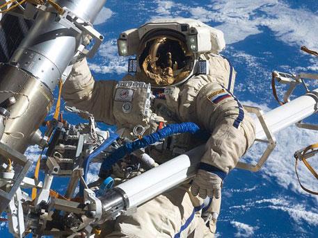 Навършват се 50 години от първото излизане на човек в открития космос